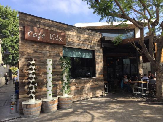 cafe-vida-great-patio